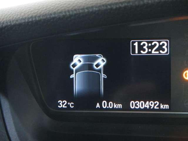 運転席に座っていながらタイヤの角度が確認できる便利な機能!
