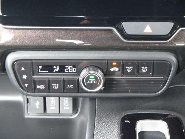 ◆オートエアコン装備◆ 温度調節はダイヤルを、その他機能にはしっかり押せるスイッチを採用。お好みの温度を設定をするだけで、後は、自動で風量を調節してくれます!快適にドライブが楽しめます。