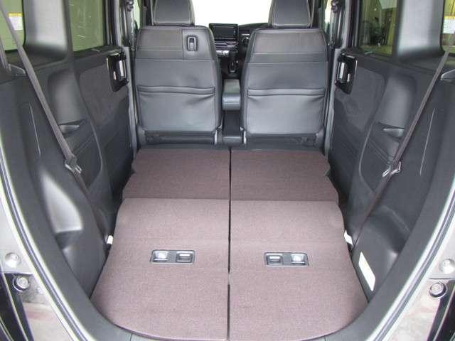 ◆後席分割収納◆後席は左右分割で収納できるので、荷物を積む際に便利です。レイアウトで長いものも積めます!