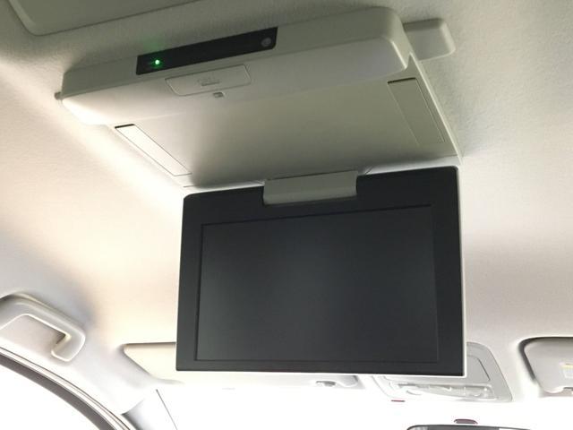 【純正フリップダウンモニター】付き☆後部座席に座りながら大画面でTVやDVDをお楽しみいただけます♪