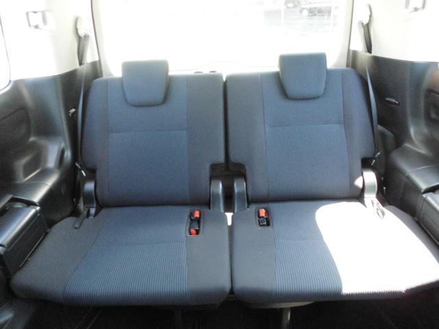 サードシートもゆとりのスペース確保!しっかり座れます♪