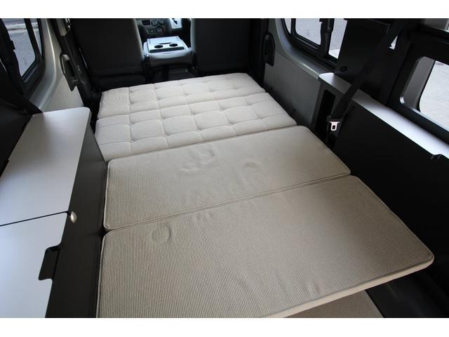 2列目シートを倒す事により下段ベッドの完成です。