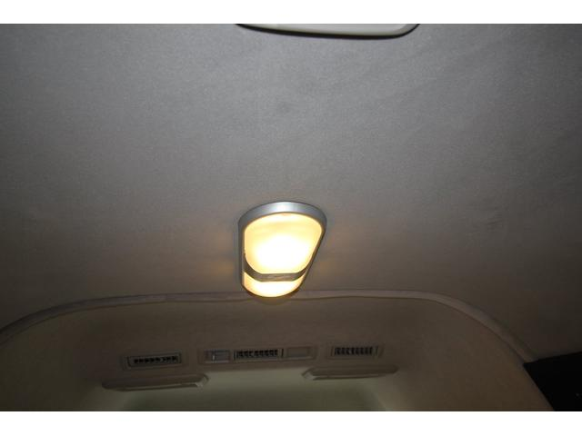 室内照明です。全て点灯させるととても明るいです。