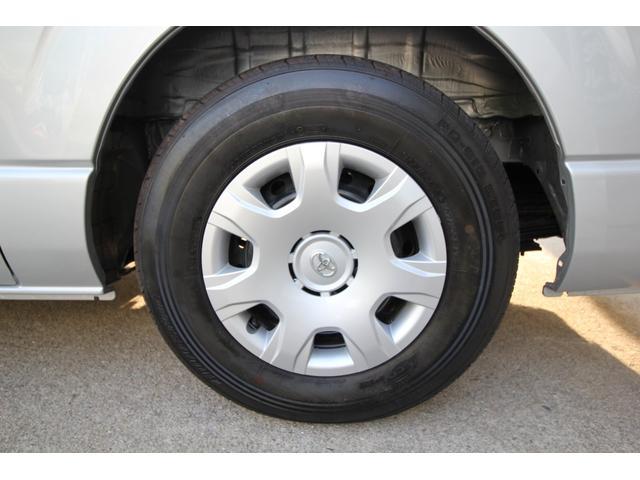 左後タイヤです。4本ともタイヤ、ホイールともに綺麗な状態です。