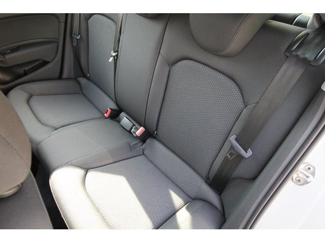 後部座席左側シートです。
