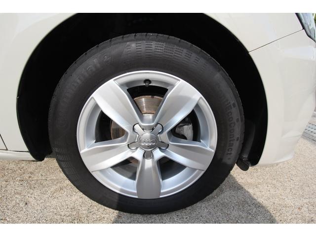 右前タイヤ、ホイールです。4本とも十分残っております。