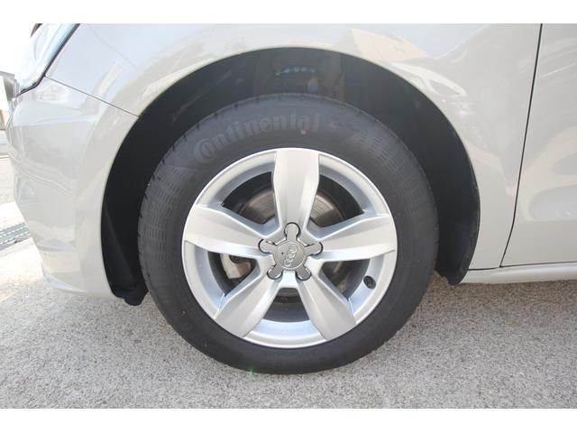 左前タイヤ、ホイールです。