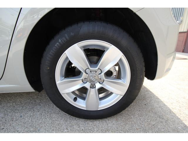 左後タイヤ、ホイールです。4本とも擦れなく綺麗な状態です。