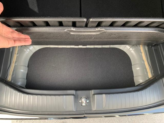 後席を倒すと意外と広い荷室が展開されます!軽自動車とはいえ、これだけあれば大物を積むのにも苦労しません。
