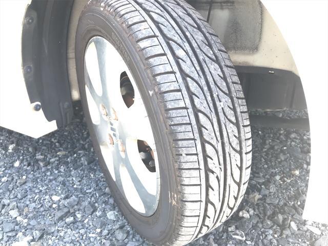 タイヤ残り溝は8分山程です。