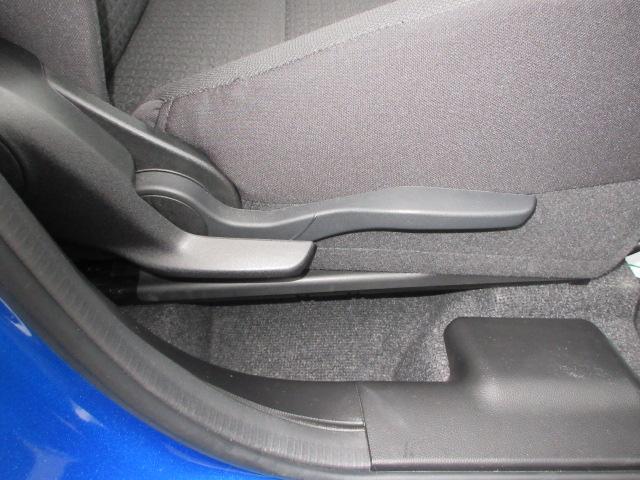 運転席のシートリフターでお好みのシート位置に♪