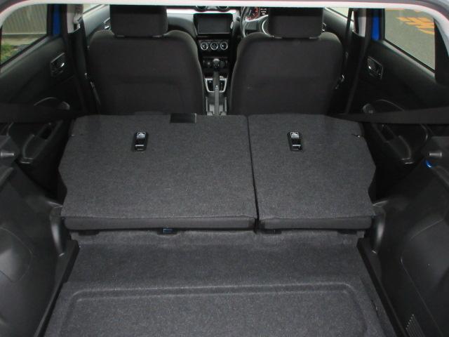 リヤシートを両方倒せば荷室はもっと広々空間に♪大きな荷物も載せることができますよ!