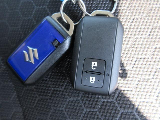 キーレスリモコンキー付き!ドアロックの開閉は取り出すこと無く可能に!エンジン始動もポケットにINしたままで行えます!