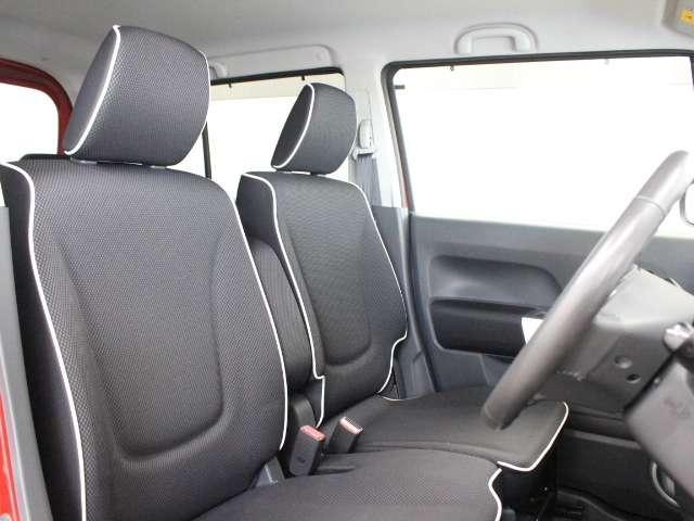 大きな座面と座り心地のよいクッション!長時間の運転やコーナーの多い道も快適です。