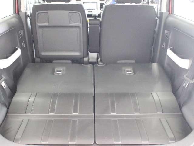 リア席を倒せば広々とした空間の出来上がり!荷物がたくさん載せられますよ!