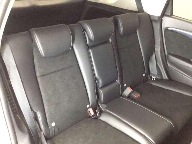後部座席も快適にお座り頂けます!
