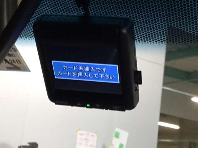 ディーラーオプションのドライブレコーダーも装着されています。