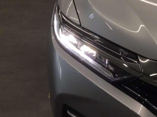 LEDヘッドライト装備。視認性の良さだけでなく、省電力、耐久性の向上等のメリットもあります。