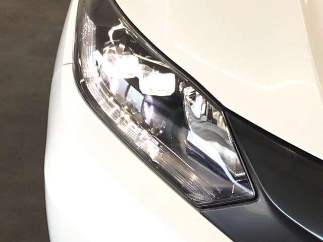 HIDより明るく省電力のLEDライトが装着されています。点灯忘れも防止できるオートライトコントロール機能がついているので、夜間のドライブもより安全に楽しめますよ。