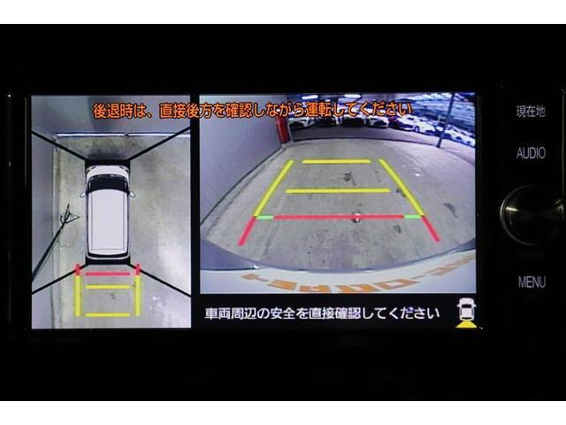 前後左右のカメラの映像を合成し、車を上から見たような視点のパノラミックビューモニター。後方の死角だけでなく左右や前方の障害物の発見もしやすくなります。
