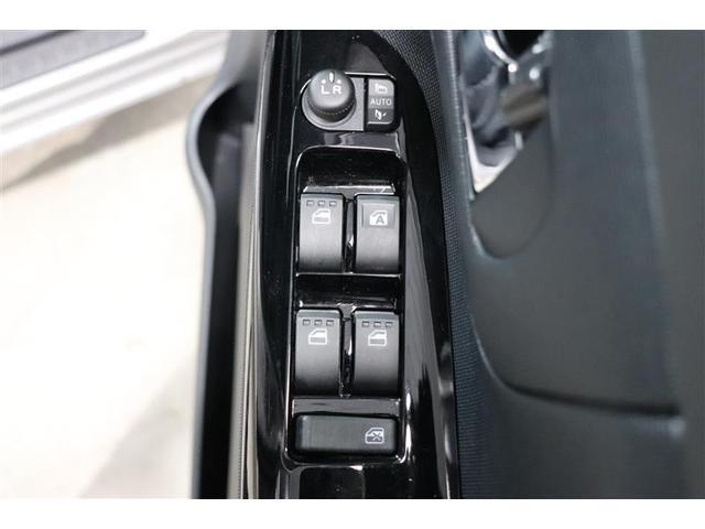 鍵の施錠開錠に合わせてドアミラーが開閉するオート格納機能付きのドアミラー。少し離れた場所からでも見た目で鍵の閉め忘れの確認が出来る便利な機能です。