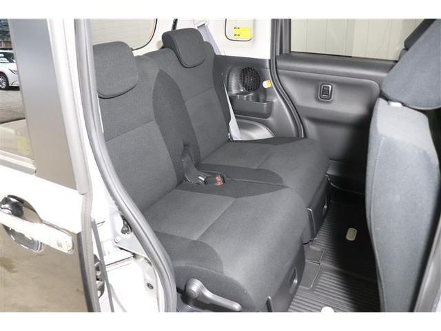 後席シートは分割可倒式。乗せる荷物や乗車人数に合わせて片側ずつ倒すことが出来ます。