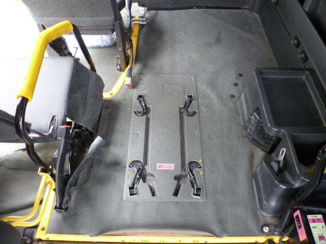 福祉車両 車いす仕様電動スイングアームリフト 車いす固定2台(6枚目)