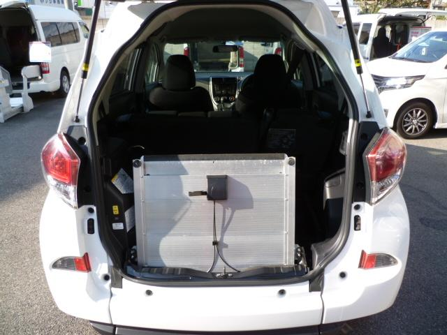 X 車いす仕様 スロープタイプ タイプ1 助手席側リアシート(4枚目)