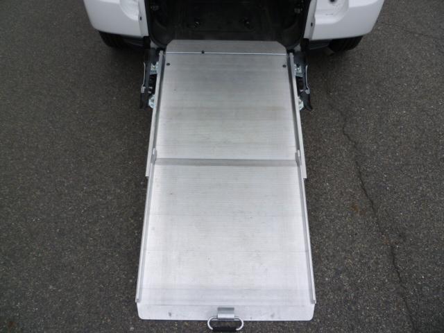 X 車いす仕様 スロープタイプ タイプ1 助手席側リアシート(5枚目)