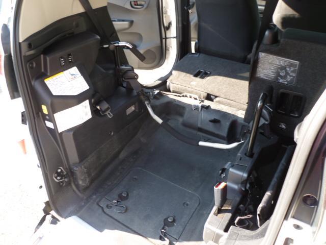X 車いす仕様 スロープタイプ タイプ1 助手席側リアシート(10枚目)