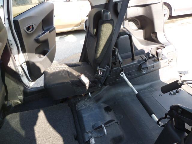 X 車いす仕様 スロープタイプ タイプ1 助手席側リアシート(12枚目)