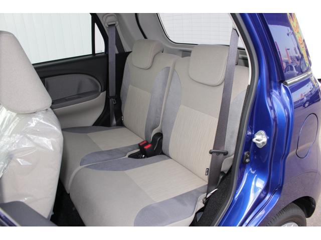 後部座席も当然、綺麗・清潔に仕上げております。内装の綺麗なお車は気持ちがいいですし、コンディションもいいです。今まで丁寧に使っていただいていた証拠ですね。