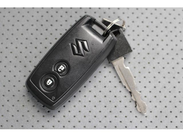キーフリーシステムになっています。鍵に触れる事なく、ドアの施錠・解錠やエンジンの始動が可能です!