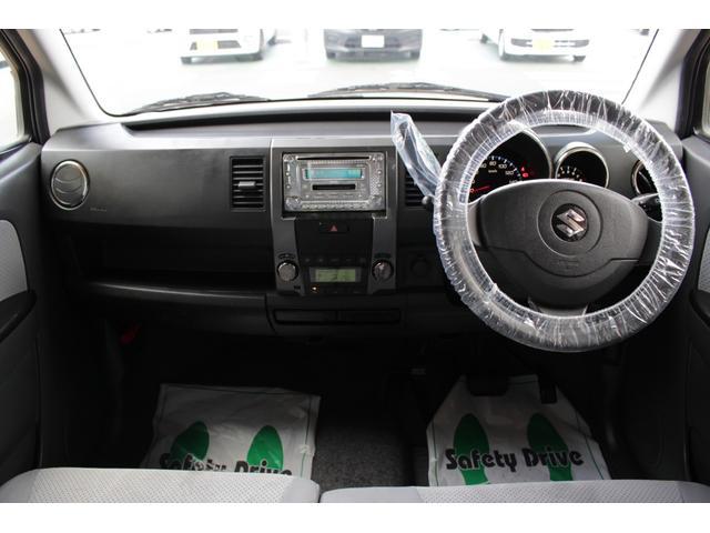 落ち着いたインパネデザインです。運転席から手の届く位置によく使うものが機能的配置されています。