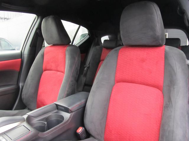 パワーシート機能搭載!座席の調整もラクラク可能です!