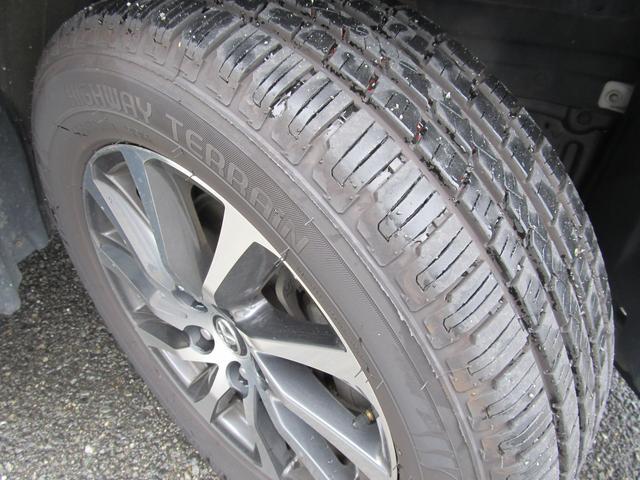 タイヤの溝もまだまだあります!各ホイールにも目立ったキズもありません!