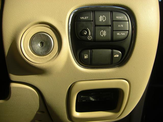 XJ 3.0エグゼクティブ ワンオーナー車 レザーシート(20枚目)