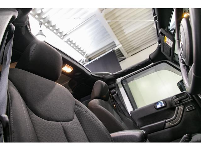 ★カーフィルム★窓ガラスへのフィルム施工もお任せ下さいませ!濃さもお好みでお選び頂けます!夏場の車内温度上昇を防いだり、プライバシー保護にも役立ちます!