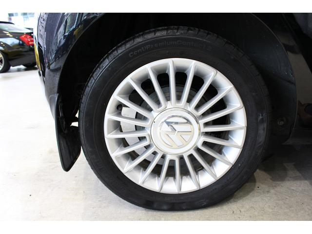 純正15インチアルミホイール装着しています。タイヤサイズは185/55/15です。