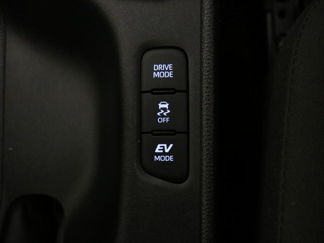 衝突被害軽減ブレーキや横滑り防止装置など最新安全装備搭載!