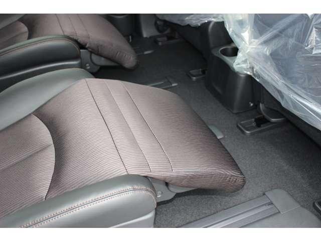 日産 エルグランド 250ハイウェイスターS 未使用車LEDヘッド両側オート