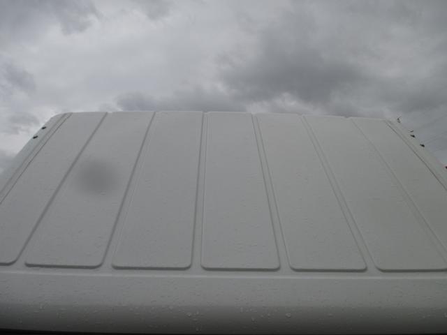 三菱ふそう キャンター 1500kg積み 4ナンバー 全低床平ボディ Wタイヤ