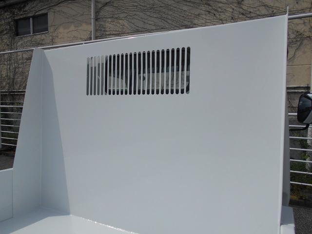 全低床強化ダンプ 2000kg積み4ナンバー 三方開き キーレス スペアキー 左電格ミラー フォグランプ ヘッドライトレベライザー ETC エアバック ABS あゆみ掛け 運転席アームレスト 荷台塗装仕上げ済 純正マット&ドアバイザー&ラジオ(10枚目)