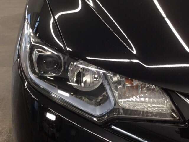 【 LEDヘッドライト 】が装備されています.。より明るく!省電力!で、夜間走行時や雨の日に明るく安全に前方を照らすことが出来ます。対向車からも見えやすいので相手に接近を知らせることも出来ます。