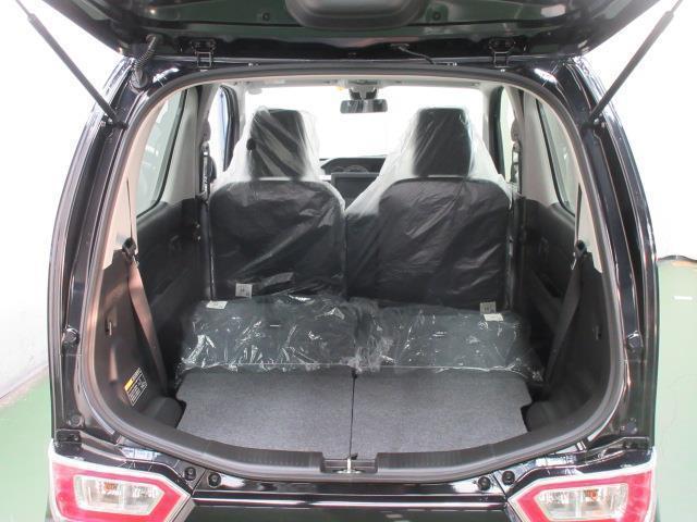 荷室2 後席を倒すと、大きな荷物を積む事もできます。