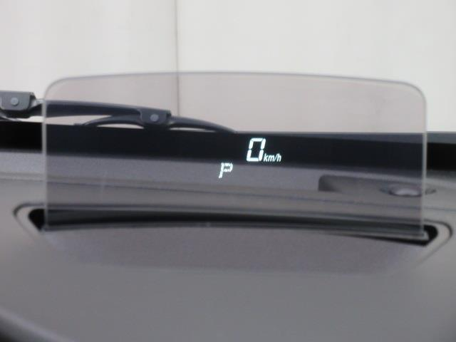 目線移動少なく、速度など確認できる『ヘッドアップディスプレイ』。