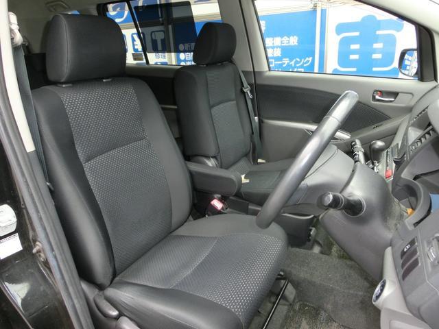 運転席です!足元も広く快適なドライブをサポートします!