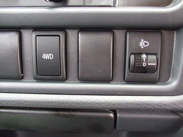 ヘッドライトレベライザー付ですので、重いお荷物を積まれても、お手元のスイッチ一つでヘッドライトの高さを自由に調整することが可能です♪