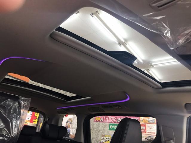 運転席8ウェイ+助手席4ウェイパワーシートでスイッチ操作でシートポジションを自在に調整出来ます。