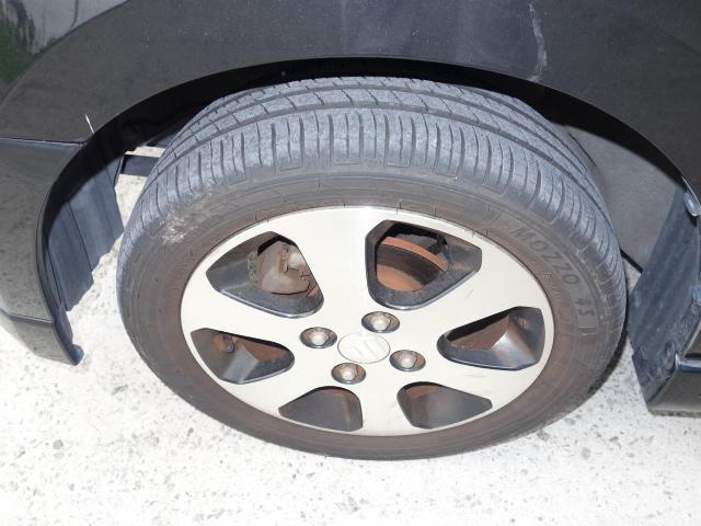 タイヤも残溝十分あります。